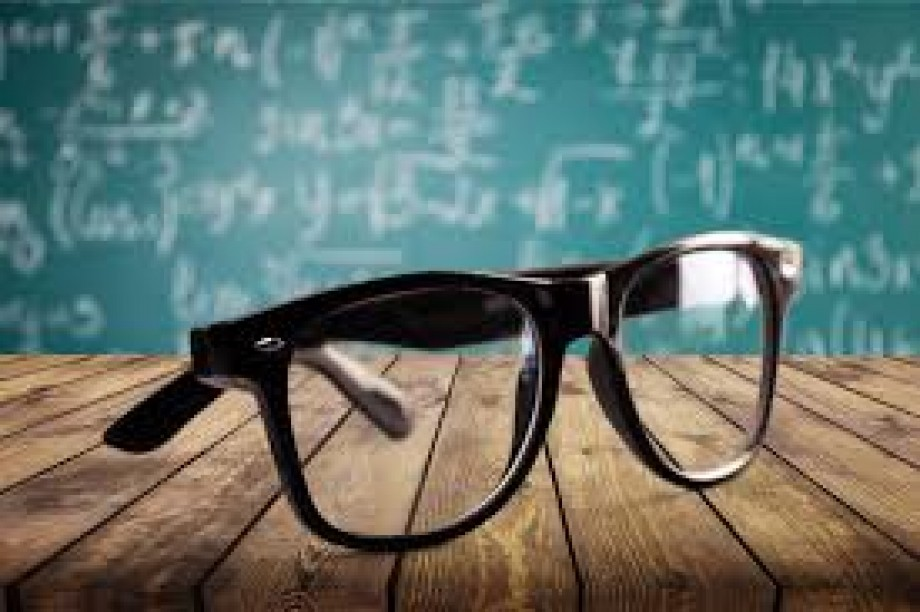 Bifocal Lenses - What Are Bifocal Lenses & How Do They Work?
